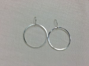 028 Hammered silver hoops earrings (2)